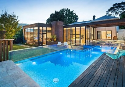 Why are so many Melbourne mansions up for auction?
